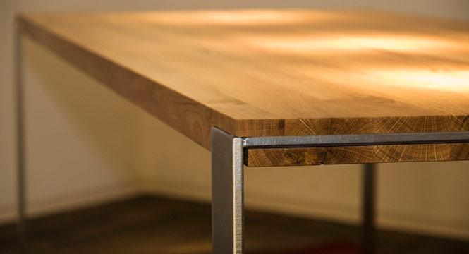 Tisch bert eichenholz und edelstahl for Design tisch edelstahl